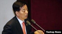한민구 한국 국방장관이 14일 국회 본회의에서 진행된 외교통일안보 분야 대정부질문에서 답변하고 있다.