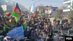 معترضان شعارهای ضد پاکستان را در مقابل سفارت آن کشور در کابل سر میدادند