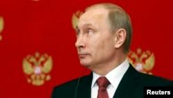 Presiden Rusia Vladimir Putin saat memberikan keterangan pers di Kremlin, 5 Maret 2015 lalu (foto: dok).