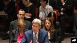 លោក John Kerry រដ្ឋមន្រ្តីការបរទេសរបស់អាមេរិកចូលរួមក្នុងប្រជុំក្រុមប្រឹក្សាសន្តិសុខអង្គការសហប្រជាជាតិ កាលពីថ្ងៃទី៣០ ខែកញ្ញា ឆ្នាំ២០១៥ នៅទីស្នាក់ការកណ្តាលរបស់អង្គការនេះ។