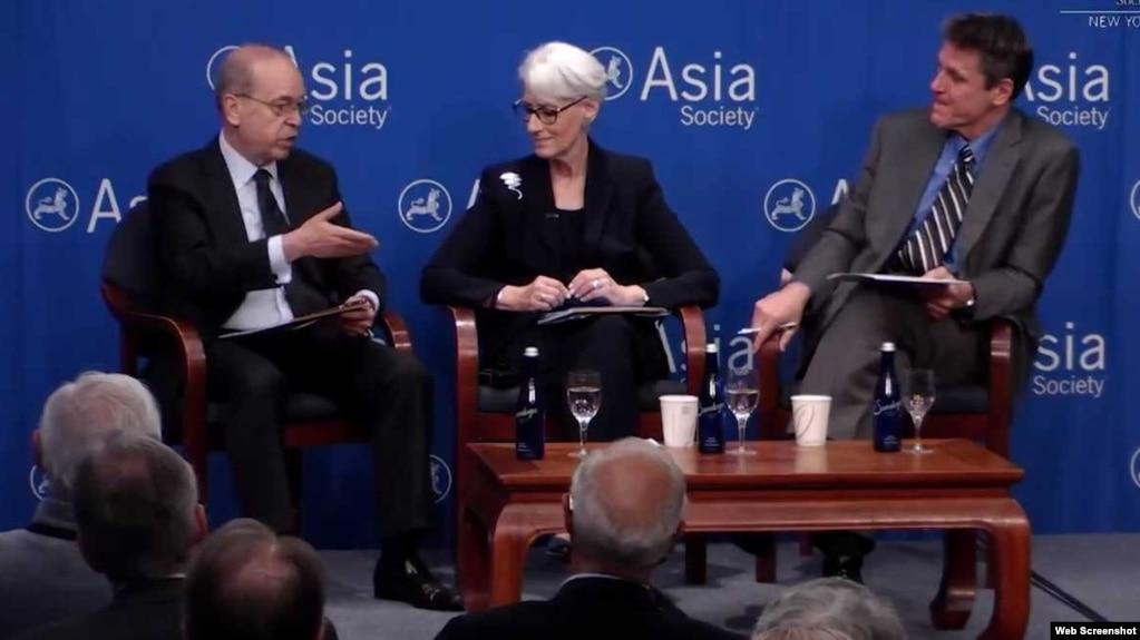 前副國務卿謝爾曼(中)、前助理國務卿拉瑟爾(左)在亞洲協會舉行的討論會上發言。 (照片截自亞洲協會網站)