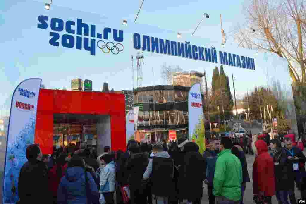 Олимпийский магазин: цены кусаются, но покупатели их не боятся
