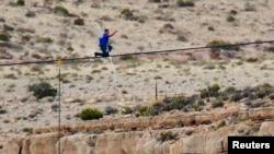 鋼索王瓦倫達成功橫越大峽谷