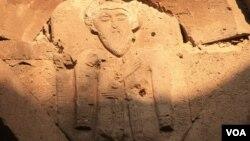 ლეონ მესამის - აფხაზთა (დასავლეთ საქართველოს) მეფის რელიეფი კუმურდოში