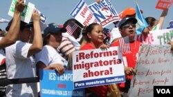 La Cámara de Representantes continúa las conversaciones para tratar de llegar a un acuerdo sobre la reforma migratoria.[Mitzi Macias, VOA].