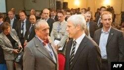 Predsednik Srbije Boris Tadić i ministar inostranih poslova Češke Karel Švarcenberg razgovaraju na Beogradskom bezbednosnom forumu