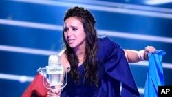 "Artis Ukraina Jamala menjuarai final kontes menyanyi Eurovision dengan lagu ""1944."" Stockholm, Swedia (AP Photo/Martin Meissner)"
