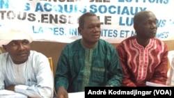 Leaders de la plateforme revendicative lors d'une conférence de presse à N'Djamena, Tchad, 5 novembre 2016. (VOA/André Kodmadjingar)