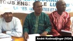 Les leaders de la plateforme de revendication syndicale tiennent une conférence de presse à N'Djamena, Tchad, 5 novembre 2016. VOA/André Kodmadjingar