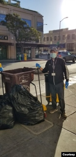 Lam Hong Le volunteers to clean the streets in Oakland Chinatown, Calif. (Tsuru for Solidarity)