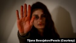 Foto ilustrasi iklan stop kekerasan terhadap perempuan. (Foto: Tijana Bosnjakov/Pexels)