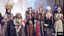 Koleksi busana Muslim Anniesa Hasibuan