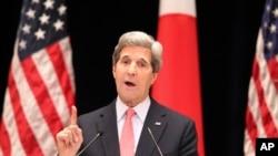 L'ancien secrétaire d'État américain John Kerry en visite à Tokyo, le 15 avril 2013.