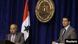 Brigjen Qaseem Suleiman (kiri), ketua komite investigasi pembantaian Houla pemerintah Suriah dan Jubir Kemenlu Suriah, Jihad Makdissi di Damaskus (31/5).