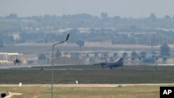 Chiến đấu cơ của Không quân Thổ Nhĩ Kỳ trên đường băng tại căn cứ không quân Incirlik ở Adana.