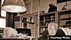 赵紫阳在故居书房。1989年遭软禁后,这里是他会客的地方。(网络图片)