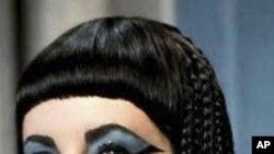 Elizabeth Taylor katika mchezo wa Cleopatra.