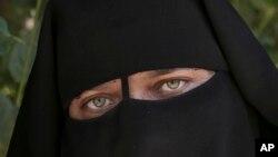 Youssra Hosny, 34 ans, évoque son excision à l'âge de neuf mois en Egypte (AP)