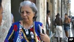 Foto de 2004 de la disidente cubana Marta Beatriz Roque, que se encuentra en huelga de hambre desde hace una semana.