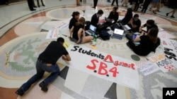 Students gather in the Texas Capitol to oppose SB4, an anti-sanctuary-cities bill that seeks to jail sheriffs and other officials who refuse to help enforce federal immigration law, in Austin, Texas, April 26, 2017. The Legislature passed the bill May 3, 2017.