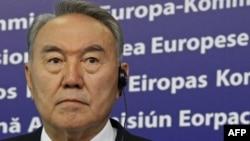 Kazakistan Devlet Başkanı Referandum Önerisini Reddetti