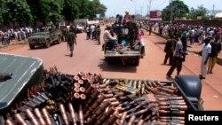 Wapiganaji wa kundi la Seleka wakifanya doria mjini Bangui