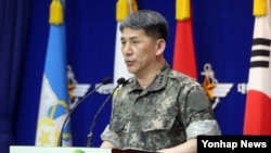 지난 22일 한국 국방부에서 엄효식 합참 공보실장이 북한의 연평도 포격과 관련해 브리핑을 하고 있다.