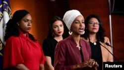 Les députées américaines Ilhan Omar, Alexandria Ocasio-Cortez, Rashida Tlaib et Ayanna Pressley ont tenu une conférence de presse à la suite des attaques du président Donald Trump.