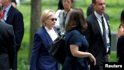 La candidate démocrate à la présidentielle américaine, Hillary Clinton, à son arrivée aux cérémonies marquant le 15ème anniversaire des attentats du 11-Septembre à New York, États-Unis, 11 septembre 2016.
