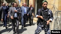 Lebanese Interior Minister Nouhad Machnouk (C) tours the streets as he inspects the damage, a day after protests against the government turned into violent clashes with police, in downtown Beirut, Lebanon August 24, 2015.