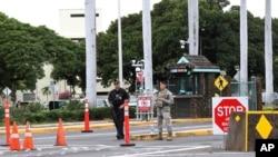 Một thủy thủ Hải quân Hoa Kỳ đã bắn chết hai nhân viên làm việc tại căn cứ quân sự Trân Châu Cảng ở Hawaii, và làm bị thương một người khác, trước khi bắn tự sát, 4/12/2019.