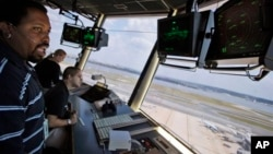 Вид из окна командно-диспетчерского пункта аэропорта имени Рейгана в Вашингтоне, округ Колумбия. 18 сентября 2008 г.