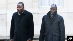 Imam Oumar Kobine Layama, right, and Bangui Archbishop Dieudonne Nzapalainga arrive at the Elysee Palace, in Paris, Jan. 23, 2014 (AP Photo/Christophe Ena)