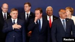Britanski premijer Dejvid Kameron sa ostalim liderima EU na samitu u Briselu