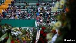Les supporters de l'équipe de football Chapecoense du Brésil lors du deuil de leurs joueurs tués dans l'accident d'avion en Colombie, au stade Arena Conda à Chapeco, Brésil, 2 décembre 2016.