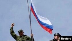 Російський прапор над штаб-квартирою ВМС України в Севастополі