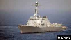 美军麦康贝尓号导弹驱逐舰2010年5月在西太平洋航行(美国海军照片)