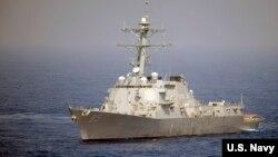 美軍麥康貝爾號導彈驅逐艦2010年5月在西太平洋航行(美國海軍照片)。