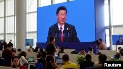 Reporteros escuchan el discurso del presidente chino, Xi Jinping, en el Foro de Boao para Asia, celebrado en la isla de Hainan, en el sur del país.