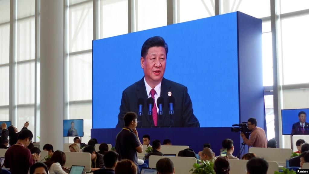 記者在博鰲論壇新聞中心觀看中國國家主席習近平講話(2018年4月10日)