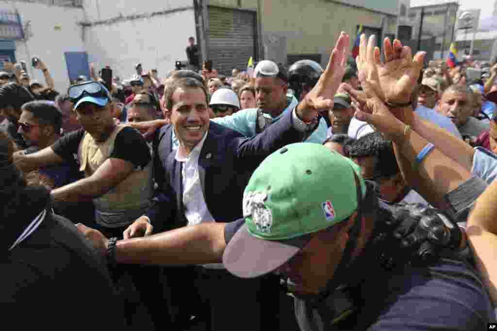 خوان گوایدو رئیس جمهوری موقت ونزوئلا خواستار کناره گیری نیکلاس مادورو است.
