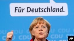 Kansler Angela Merkel kampaniya nümayişində çıxış edir