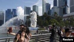 Du khách tham quan tại Singapore. Một cựu sinh viên Việt Nam vừa nhận bản án tù giam và đánh roi do ở quá hạn tại Singapore hơn 1 thập kỷ.