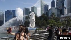 鱼尾狮喷泉是新加坡著名地标之一。(资料照片)
