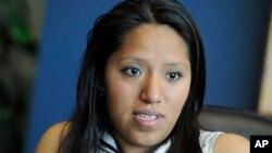 Jessica Colotl, perdió la protección de deportación bajo el programa DACA por haber mentido a la policía sobre su dirección cuando la detuvieron por manejar sin licencia de conducir.