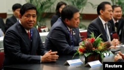 FILE - Finance Ministers of the Association of Southeast Asian Nations (ASEAN) meet at the APEC Summit in Honolulu, Hawaii. (From L to R) Cambodia's Secretary of State, Ministry of Finance and Economy Vibol Kong, Philippines Secretary of the Department o