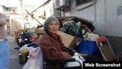 北京維權人士倪玉蘭3月26日被強行趕出在北京東城區的家門 (博訊圖片)