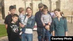 克萊恩夫婦和5個孩子(Aaron & Melissa Klein)