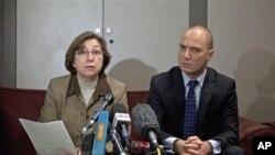 بسما کودامدی عضو شورای ملی مخالفین سوریه (طرف چپ)