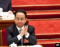 2012年3月11日令计划在中国人大会议的主席台上